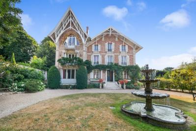 Vaucresson - An elegant and spacious family home