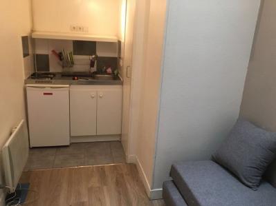 Location Appartement Paris-17E-Arrondissement Wagram - 9m²