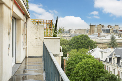 Paris 16th District – A renovated apartment near Trocadero.