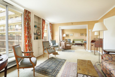 Neuilly-sur-Seine. A bright and peaceful five-bed apartment.