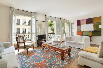 Paris 8th District – An elegant and spacious apartment.