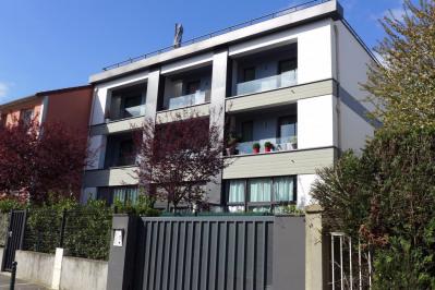 Immeuble récent - studio occupé avec terrasse - investisseur
