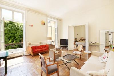 Paris 6th District – A magnificent south-facing apartment