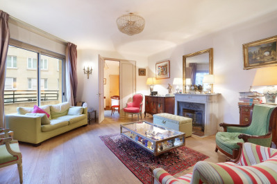 Neuilly-sur-Seine. A 3/4 bed family apartment.