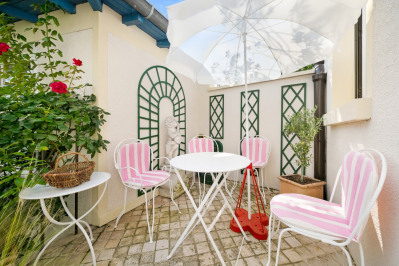 Saint-Cloud. A bright and charming period house