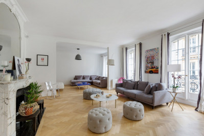 Paris 8th District – A spacious three-bed apartment.