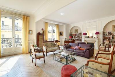 Paris 17th District – A spacious and elegant family apartment.