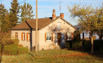 Petite maison basique plus dépendances sur 13000 m² à 1km de