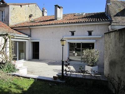 Sale house / villa Barbezieux saint hilaire 197000€ - Picture 1