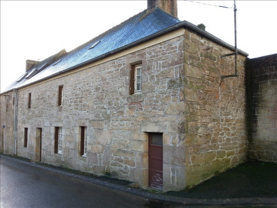 Stone-built property 3 rooms, 120 m² - Plounerin (22780)