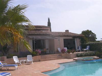 Vacation rental house / villa Les issambres 2 180€ - Picture 1