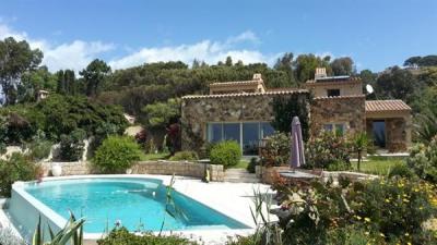 Villa d'architecte pieds dans l'eau, piscine et Jacuzzi