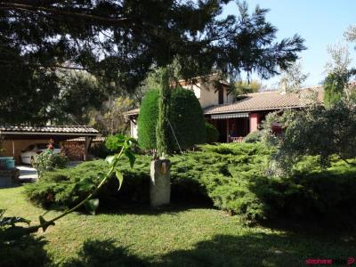 Villa avec piscine sur 1600 m² de terrain résidentiel