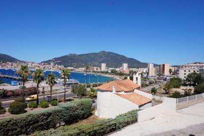 App T3 vue mer à rénover entrée de ville