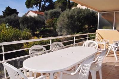 2 pièces + grande terrasse dans résidence avec pis