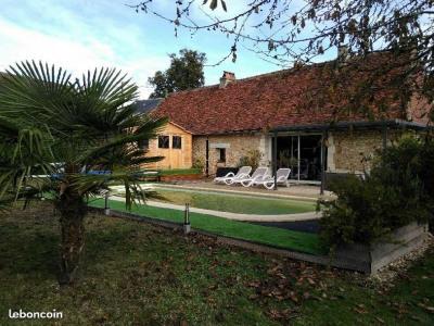 Très jolie maison de campagne en pierre avec piscine et saun