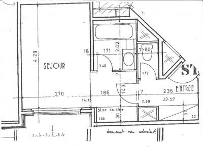 A vendre rue de Paris, studio de 23.76 m², au premier étage d'une résidence bien entretenue et sécurisée. ...