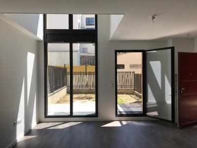 Bureaux/loft de 124 m² + 30 m² extérieur au pied du métro