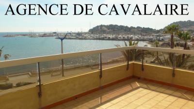 Appartement en duplex à Cavalaire avec vue mer