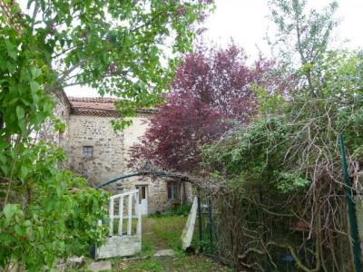 Maison de village avec jardin et dépendances