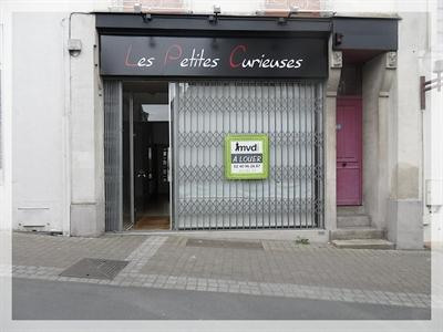 Location local commercial Ancenis 456€ +CH/ HT - Photo 1