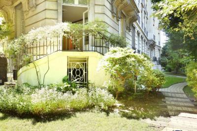 Paris XVIe - Porte Dauphine - Rez-de-jardin