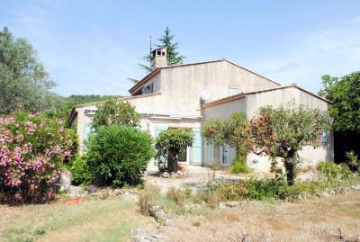 Villa, proximité village