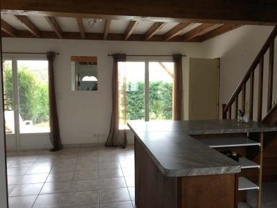 Andernos, appartement de type T4 offrant: Séjour avec cuisine ouverte et aménagée, 3 chambres dont 1 en r ...