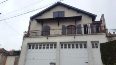 Maison de village, rénovée et spacieuse garages et terrasses