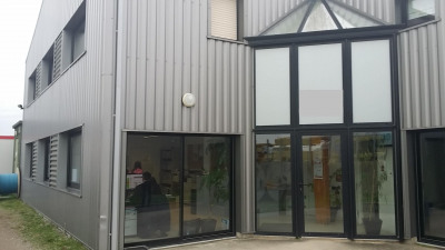 Location Local d'activités / Entrepôt Laillé