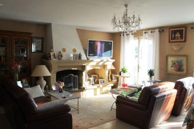 Appartement type 4 d'environ 115 m² CENTRE VILLE lambesc