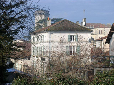 Belle maison de bourg du 18ème siècle