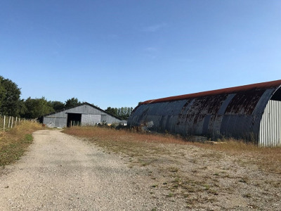 Terrain avec hangar - VENANSAULT