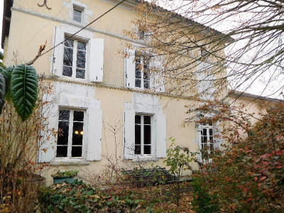 Old house 7 rooms Secteur Nord Cognac