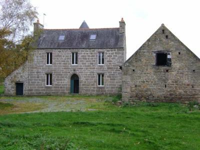 Maison de caractère en pierre avec plusieurs dépendances. Comprenant au rez-de-chaussée: Salle/salon, cui ...
