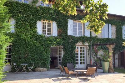 Maison Saint-genis-les-olliÈres 6 pièce (s) 226.60m²