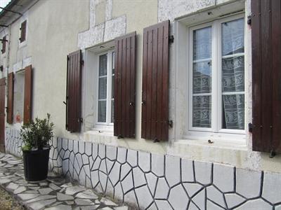 Sale house / villa Barbezieux st hilaire 84000€ - Picture 4