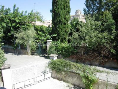 Appartement type 3 haut de villa avec cour et petit cabanon