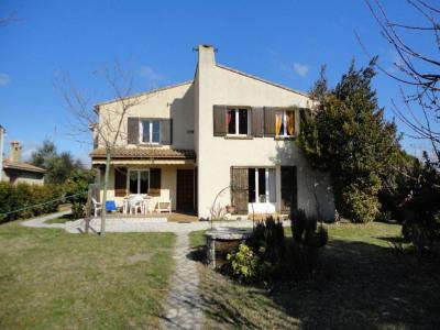 Villa avec jardin quartier résidentiel