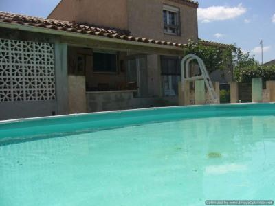 Villa T 4 avec dépendances, cuisine d'été et piscine