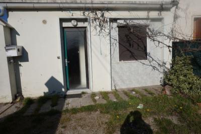 Petit collectif de 2 appartements avec cour et garages