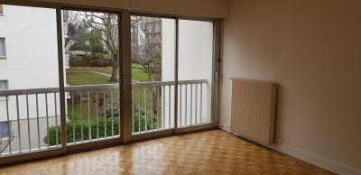 Location - Studio - 28,42 m2 - Rueil Malmaison - Photo