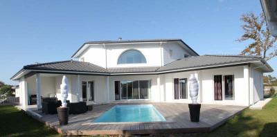 Andernos, conception unique pour cette maison contemporaine de 2011 de 200 m² alliant modernité et foncti ...