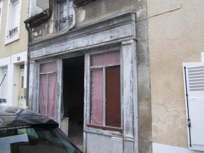Maison à rénover centre ville COSNE