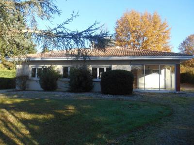 LA BREDE, maison dans quartier résidentiel 1900 m² terrain