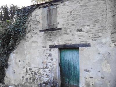 Bâtisse en pierres à rénover