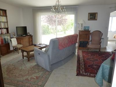 Sale house / villa Saint-jean-d'angély 342000€ - Picture 2
