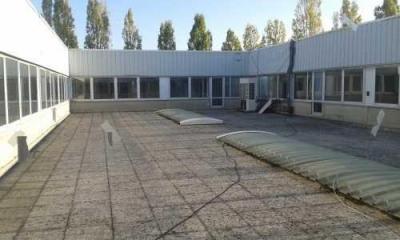 Location Local d'activités / Entrepôt Buc 0