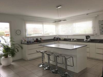 ANDERNOS, proche centre, belle surprise pour l'élégance de cette lumineuse maison, raffinée et à la décor ...