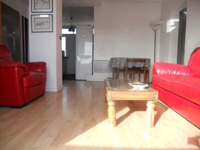 Andernos, très bel appartement 72m², agencé avec beaucoup de goût. Il offre un séjour avec balcon plein  ...
